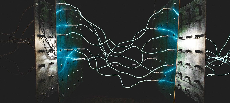 Abstrakte Darstellung von elektrischen Lichtbögen an Panels